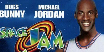 Michael Jordan en el póster que promocionaba la película Foto:Twitter
