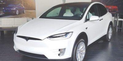 Tesla Model X, logra el 0-100 km/h en solo 3.2 segundos. Foto:Marco Alegría