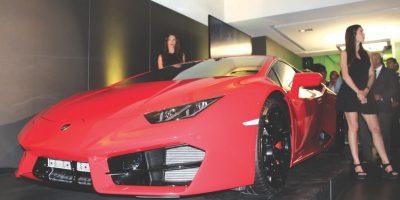 El Lamborghini Huracán tiene un V10 de 5.2l que genera 610hp y tracción a las cuatro ruedas, lo que asegura una excelsa dosis de conducción. Foto:AGENCIA LAMBORGHINI
