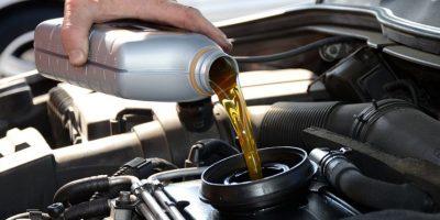 La revisión mecánica del automóvil y su funcionamiento óptimo disminuyen las emisiones de contaminantes. Foto:Especial