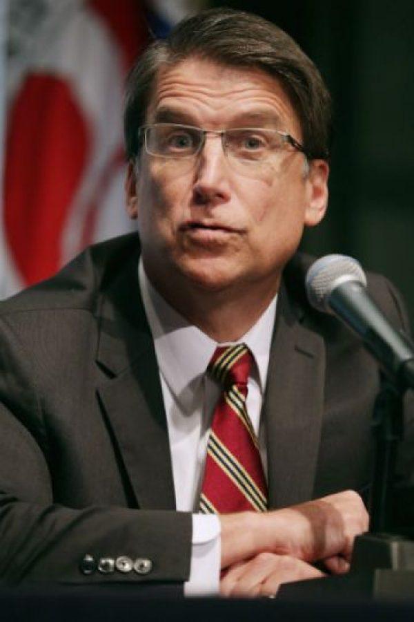 El gobernador de Carolina del Norte, Pat McCrory, un republicano, aprobó la ley el pasado 24 de marzo de este año. Foto:Getty Images