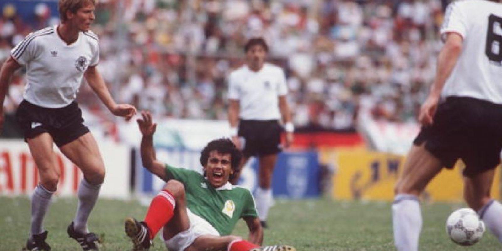 """El exarquero asintió cuando le cuestionaron si a Sánchez le """"dio frío"""" cobrar un penal ante Alemania. Foto:Getty Images"""