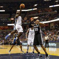"""Spurs """"sacan la escoba"""" y eliminan a Grizzlies Foto:Getty Images"""