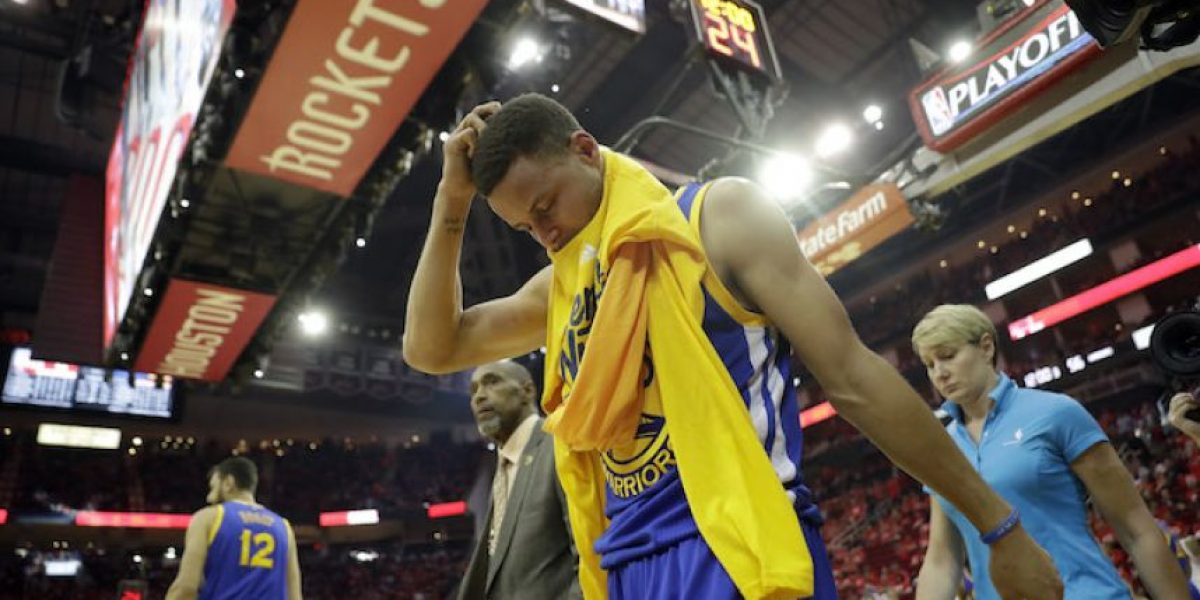 VIDEO: Warriors ganan pero… ¡Curry se vuelve a lesionar!