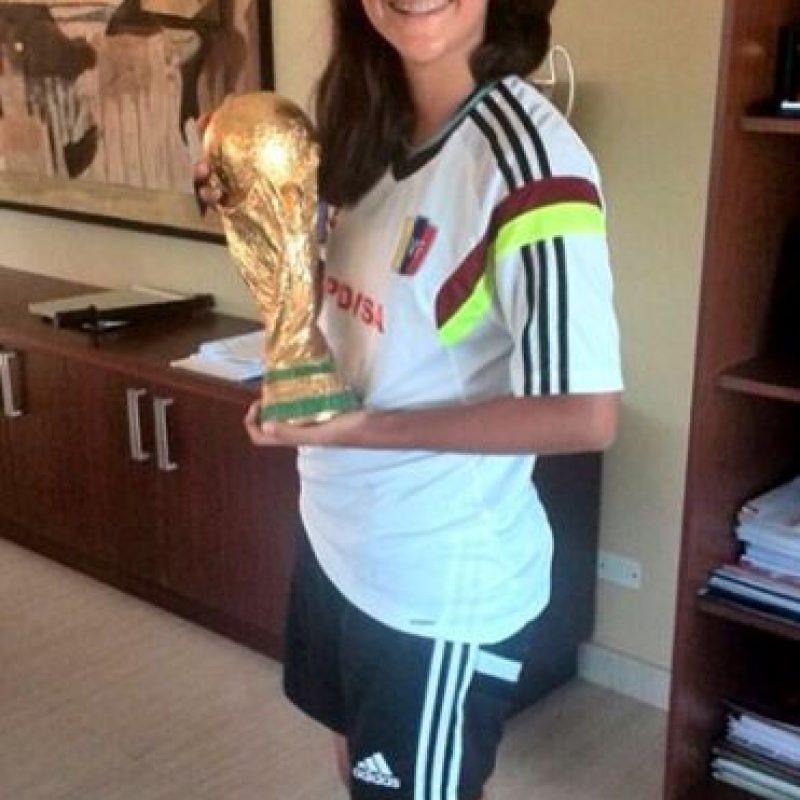 """Es considerada una """"joya"""" del futbol femenino pues desde muy temprana edad ha destacado en este deporte Foto:Vía instagram.com/vvherrera2"""