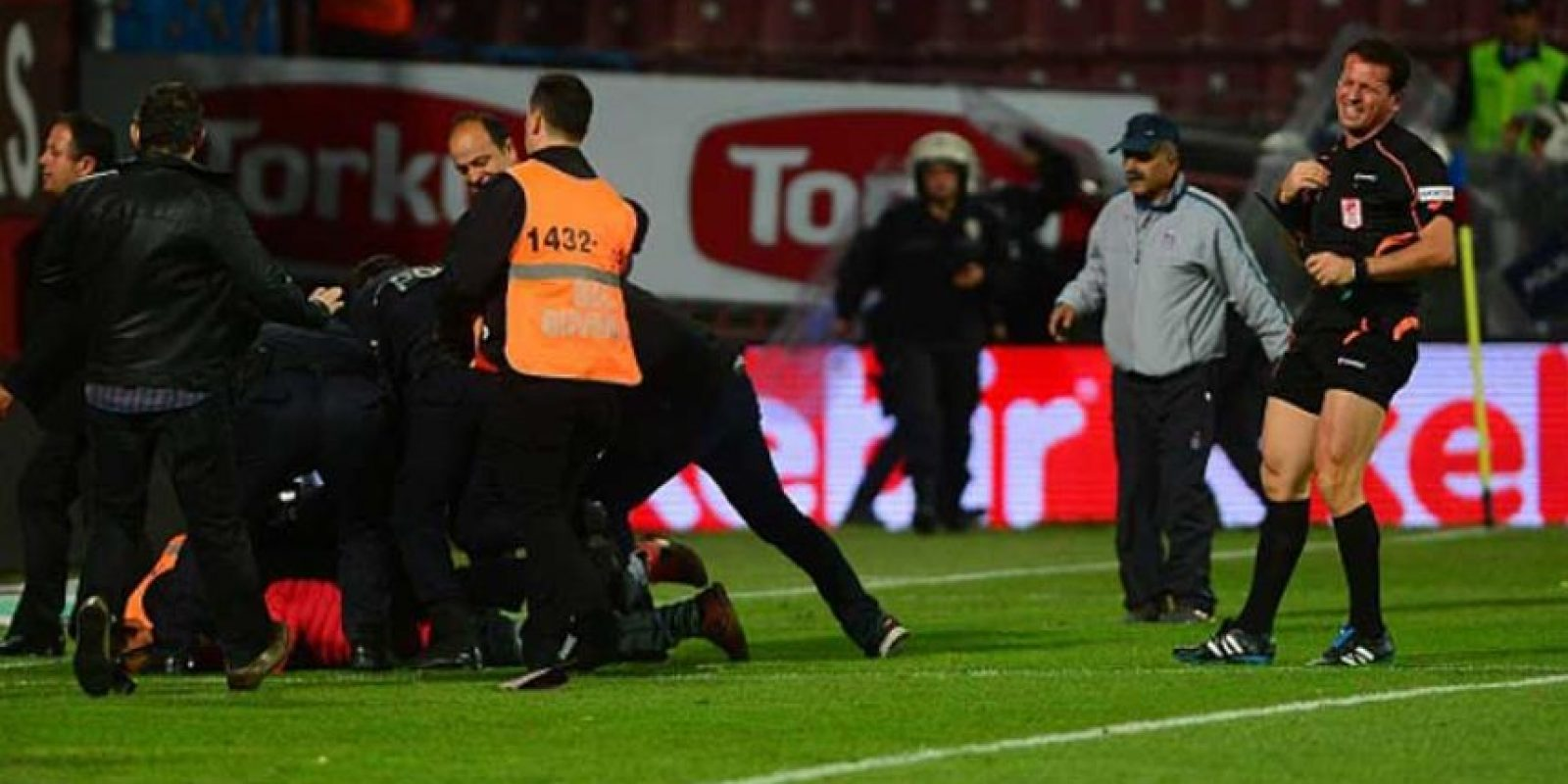 En el Estadio Hüseyn Avni Aker. Foto:Getty Images