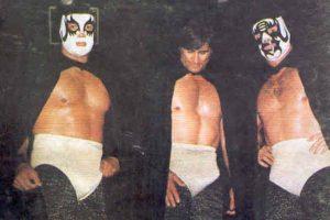 LOS CAPOS: O Los Hermanos Dinamita, o los Hermanos Reyes, así se conoció a Universo 2000, Máscara Año 2000 y Cien Caras. Foto:Archivo
