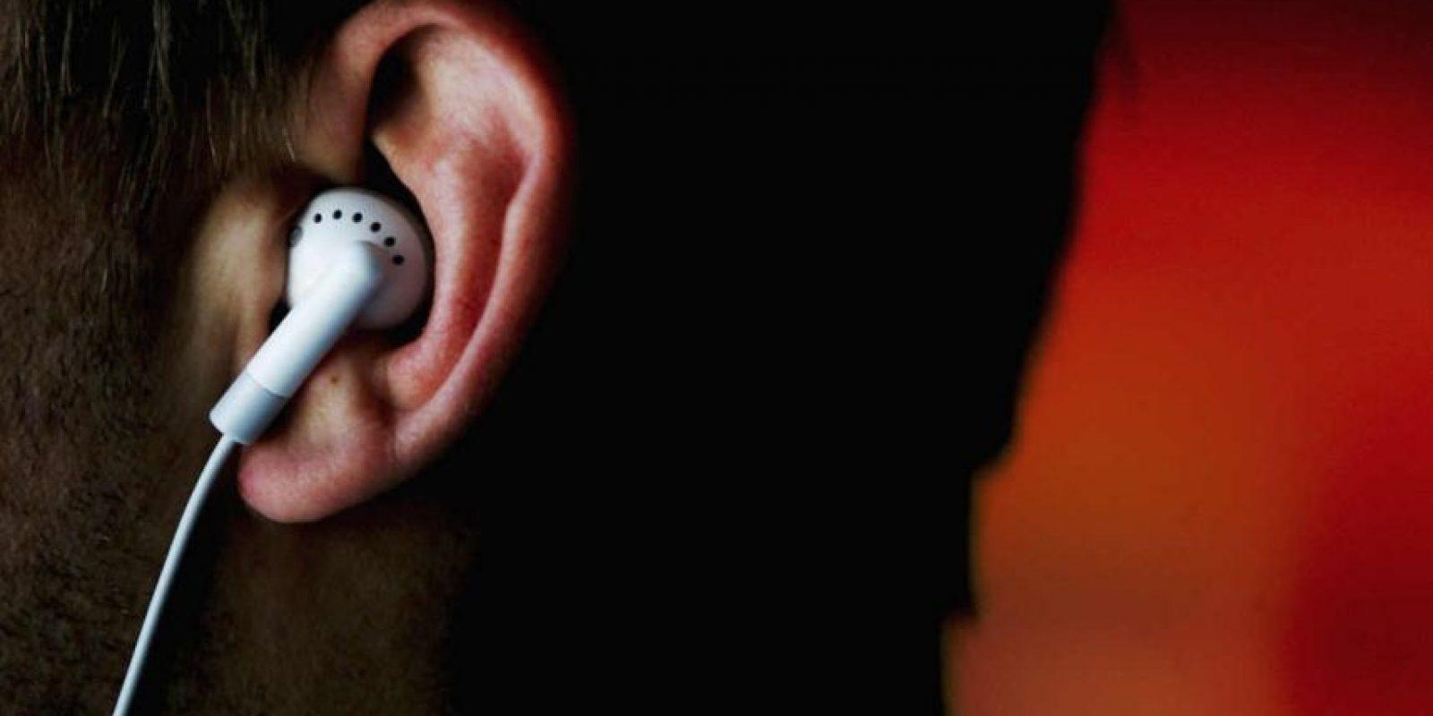 Si acostumbran a usar audífonos muy seguido y escuchar música con volumen muy alto, pueden sufrir daños auditivos. Foto:Getty Images