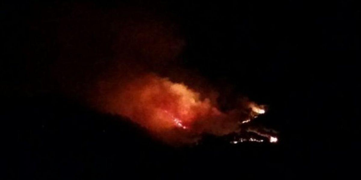 Incendio en el Cerro de Cruz, en Uruapan, fuera de control