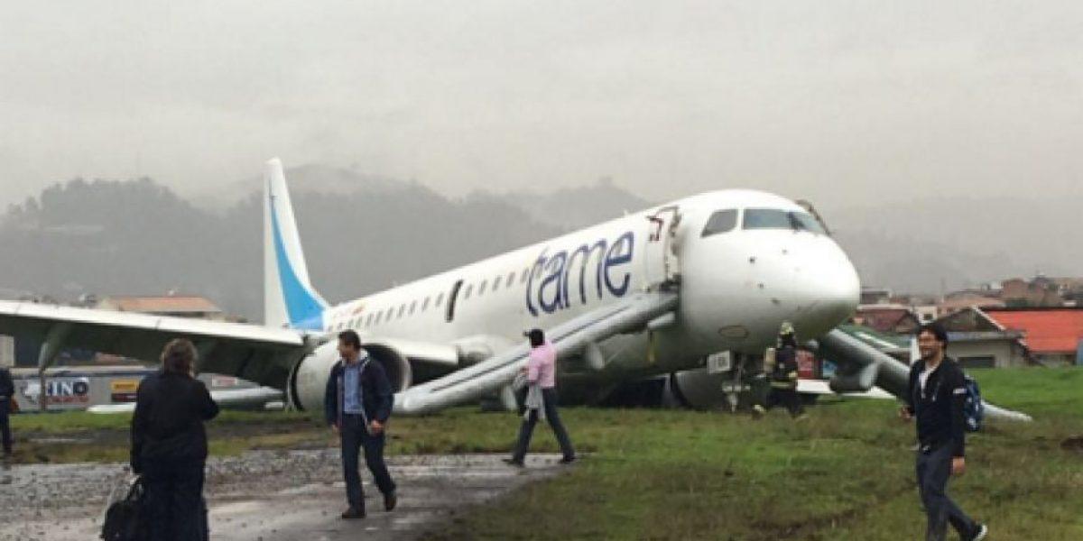 Avión pierde pista al aterrizar en aeropuerto de Cuenca, Ecuador