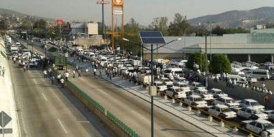 El bloqueo dejó paralizada a la ciudad pues son hay transporte público Foto:La Silla Rota