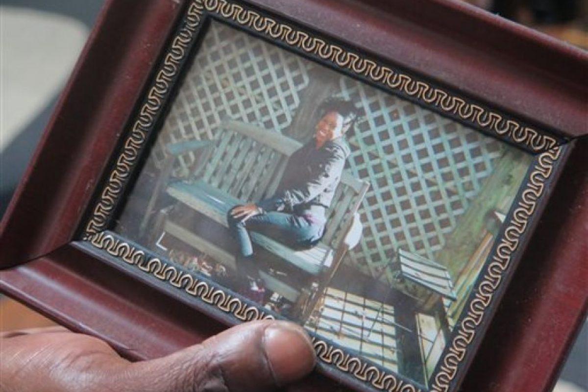 Murió por un impacto de bala proporcionado por su hijo de dos años, quien disparó accidentalmente Foto:AP