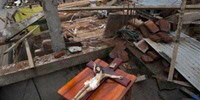Esta imagen, tomada el 24 de abril de 2016, muestra la segunda planta de una vivienda dañada por un sismo de magnitud 7,8, en Pedernales, Ecuador. El potente terremoto del 16 de abril fue el peor desastre natural que azotó Ecuador desde el registrado en 1949 en Ambato, que mató a miles de personas. Foto:AP