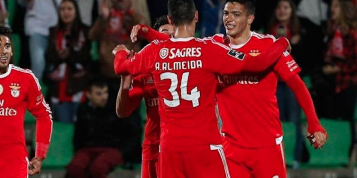 Jiménez suma minutos en la victoria del Benfica sobre Guimaraes