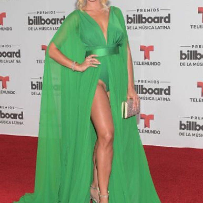 Zuleyka Rivera muestra que sí se puede ser reveladora y ser elegante. Foto:vía Getty Images