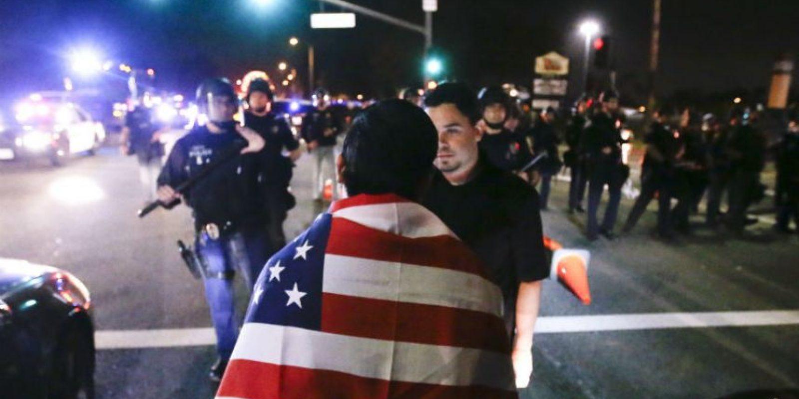 Los disturbios tuvieron lugar en los alrededores del Centro de Convenciones del Condado de Orange Foto:AP
