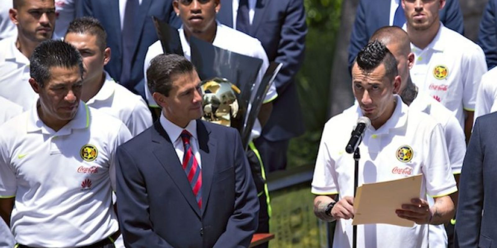 El mediocampista argentino pronunció un discurso en la visita del América a Los Pinos. Foto:Mexsport