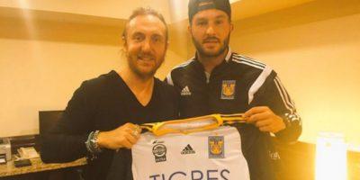 El músico y el delantero convivieron por primera vez en Monterrey. Foto:Twitter