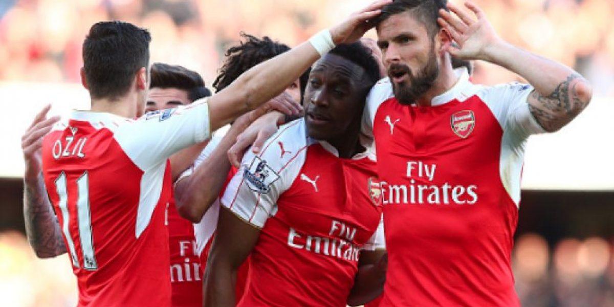 Welbeck fue el héroe del Arsenal que sigue en puestos de Champions