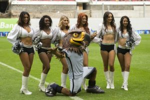 Hermosas cheerleaders de Raiders amenizaron el América vs Rayados Foto: Mexsport