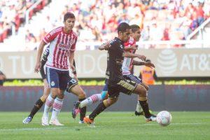Chivas asegura su lugar en la Fiesta Grande tras vencer a Dorados Foto:Mexsport