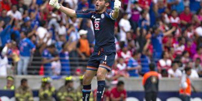 José de Jesús Corona festeja el segundo gol de Cruz Azul en el Nemedio Díez Foto:Mexsport