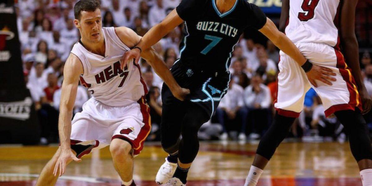 Heat aplasta a Hornets y avanza a la segunda ronda