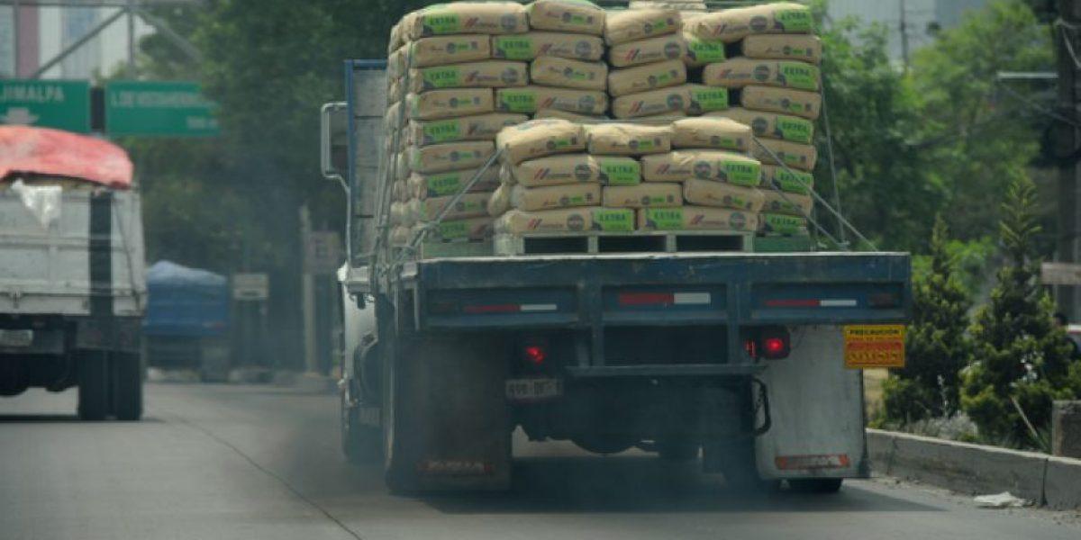 Mancera negocia que empresas pongan filtros a sus camiones