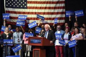 Y su rival Bernie Sanders. Foto:AP