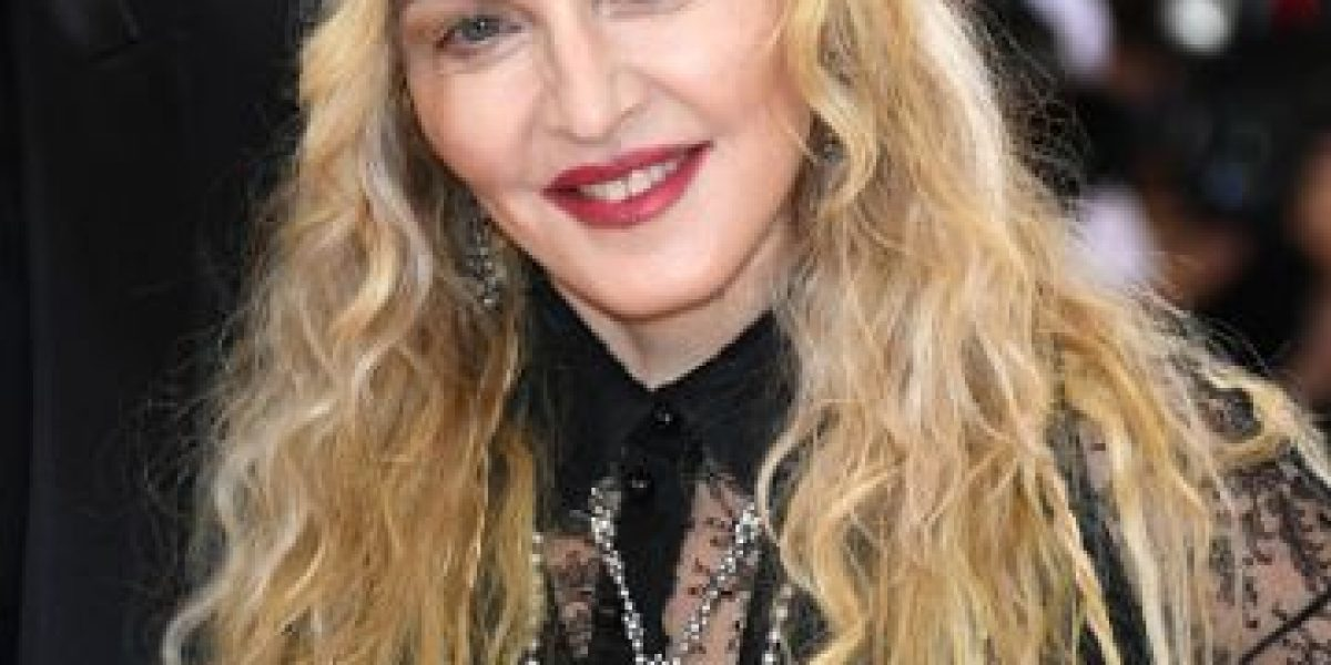 #MetGala2016: Madonna mostró todo con este incómodo outfit
