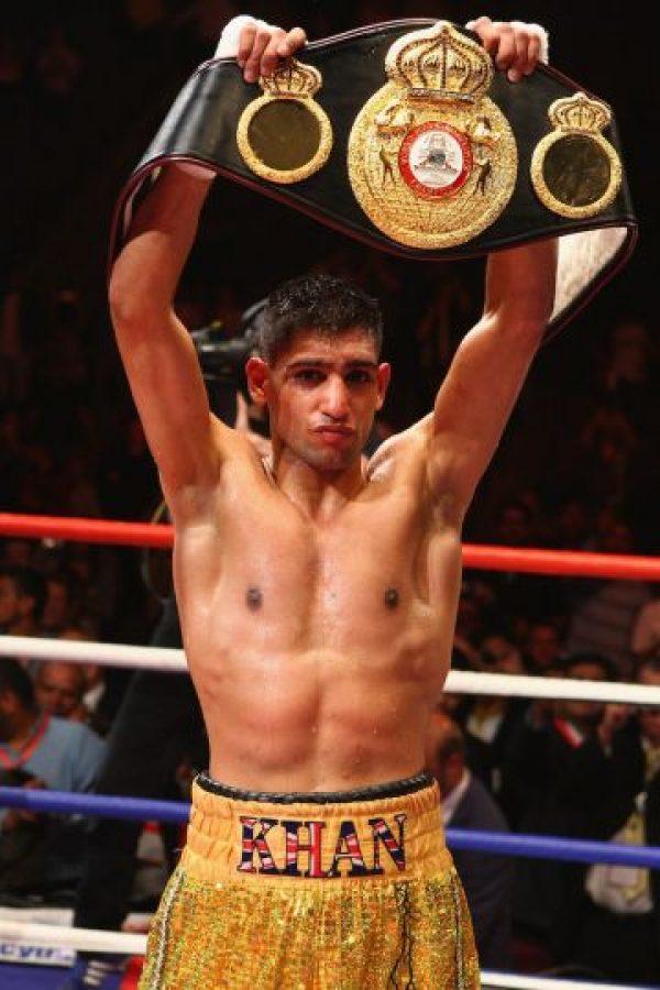 El 18 de julio del 2009 Khan retó a Andreas Kotelnik por el título mundial de peso súper ligero de la AMB y lo derrotó por la vía de la decisión unánime. Foto:Getty Images
