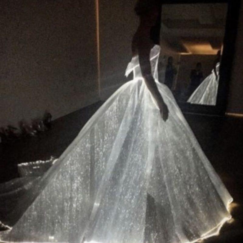 Claire Danes con un vestido luminiscente. Foto:vía Twitter