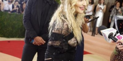 "Madonna disfrazada de Courtney Love y en sus épocas de ""Ray of Light"" Foto: vía Twitter"