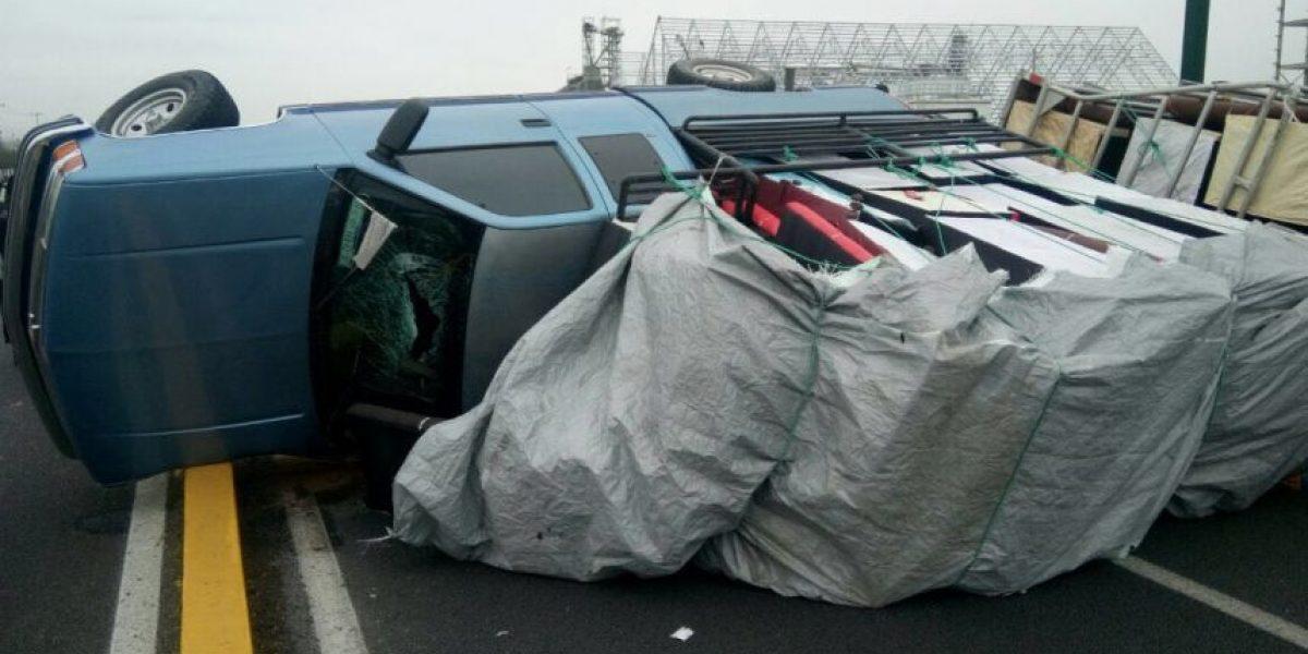 Vuelca su camioneta para evitar un secuestro