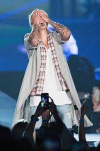El look de David Bowie o Tilda Swinton no le sentó muy bien a Justin Bieber. Foto:Getty Images