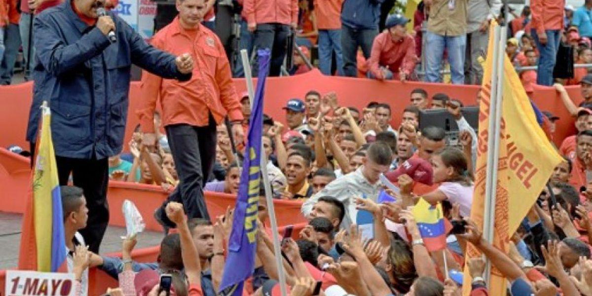 Venezuela: Revisan firmas con las que quieren revocar a Maduro