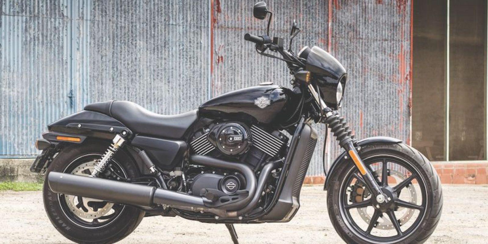 Parece sencillo el subirse a una moto, sin embargo, hay aspectos de seguridadque debes conocer antes de lanzarte a rodar. Foto:Harley-Davidson
