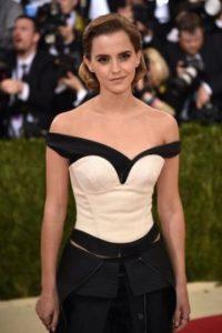 Emma Watson fue una de las famosas que más se lució en la alfombra roja de la Met Gala 2016. Foto:Getty Images