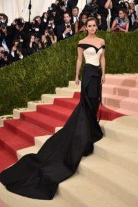La actriz volvió a ponerse pantalones en una red carpet y acertó. Foto:Getty Images