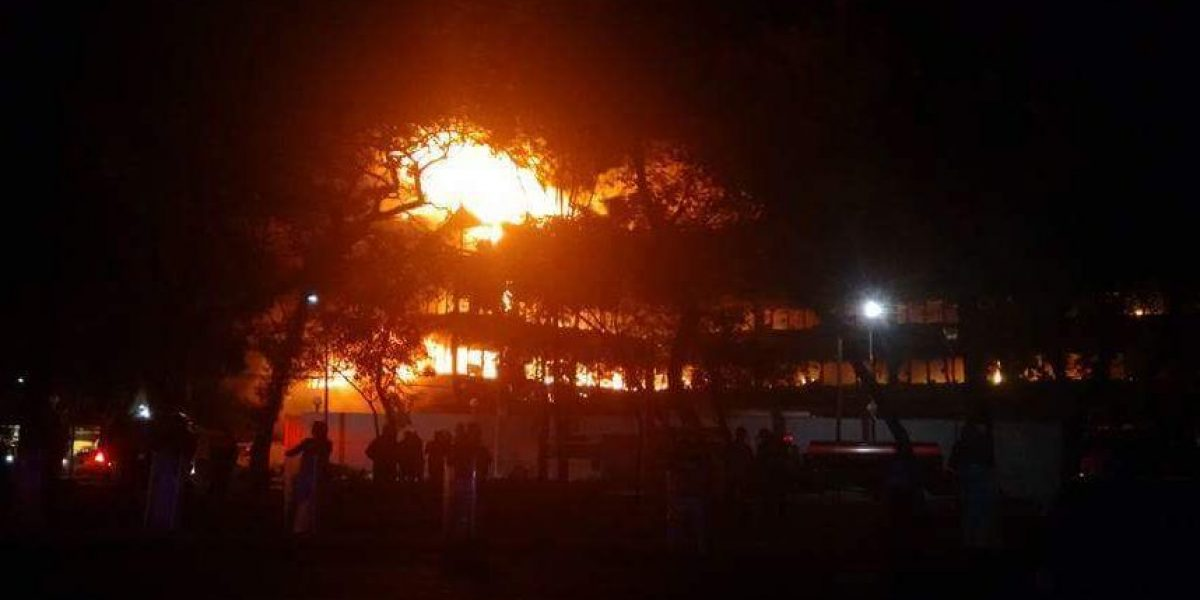 Se incendia fábrica en Azcapotzalco; evacuan a 600 vecinos