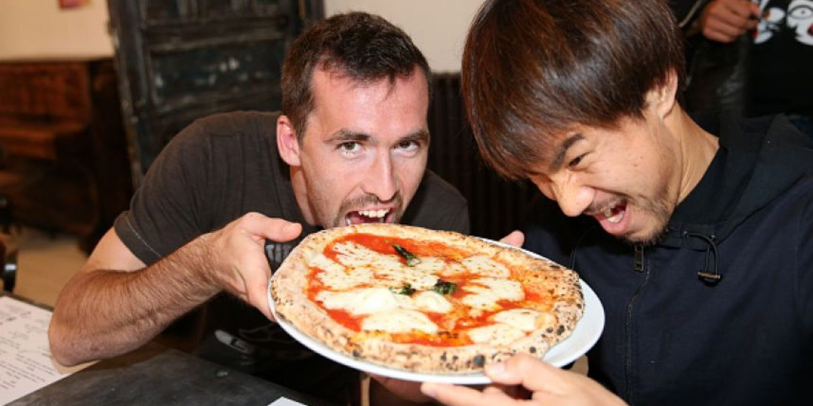 """""""Tienen que trabajar para lograr cualquier cosa. Así que trabajen también para su pizza. Haremos nuestra propia pizza"""". Foto:Getty Images"""