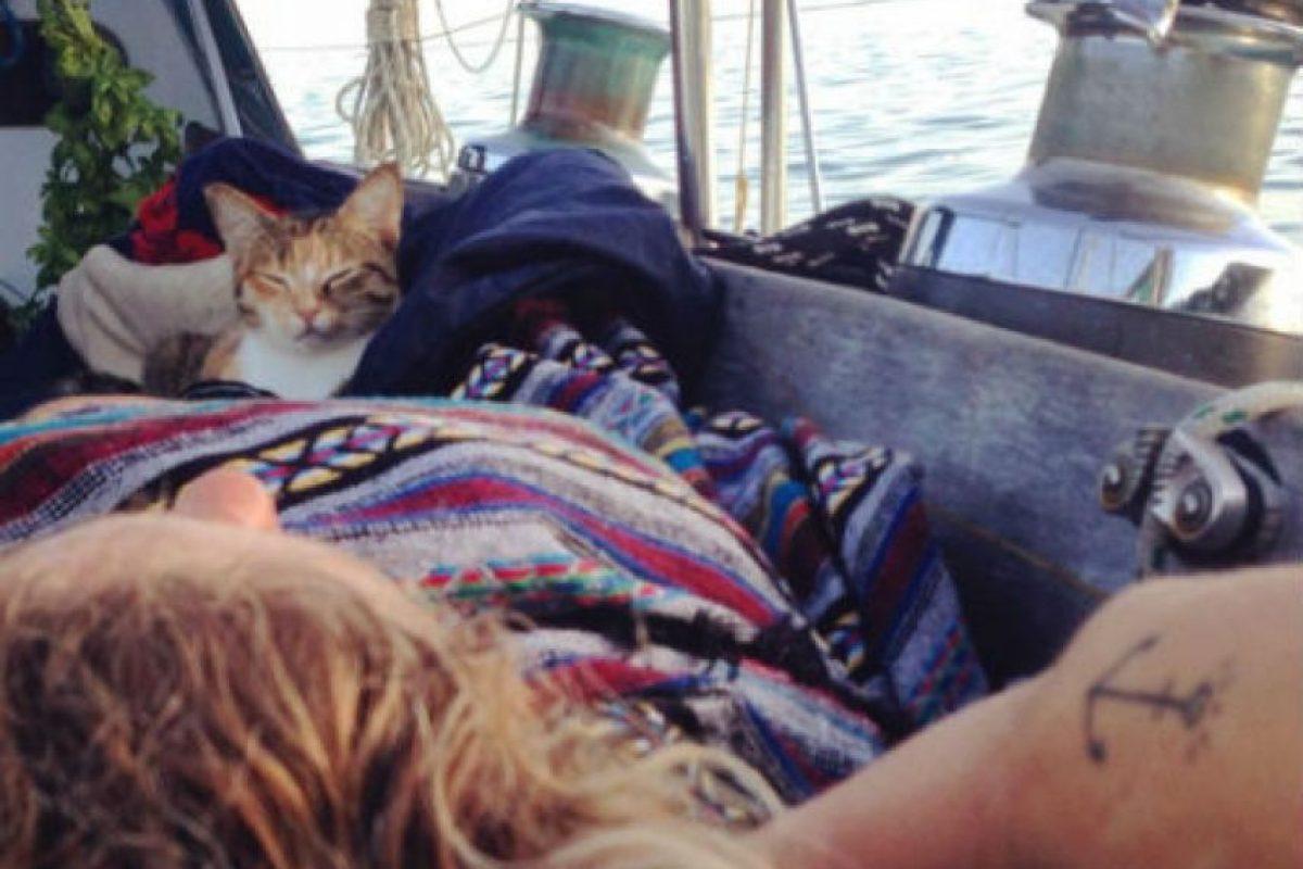 Swell, el bote con el que han logrado gran parte de sus aventuras mide 3.35 metros (10.990 pies) de ancho y 12.20 metros (40.026 pies) de largo. Foto:Instagram.com/captainlizclark/