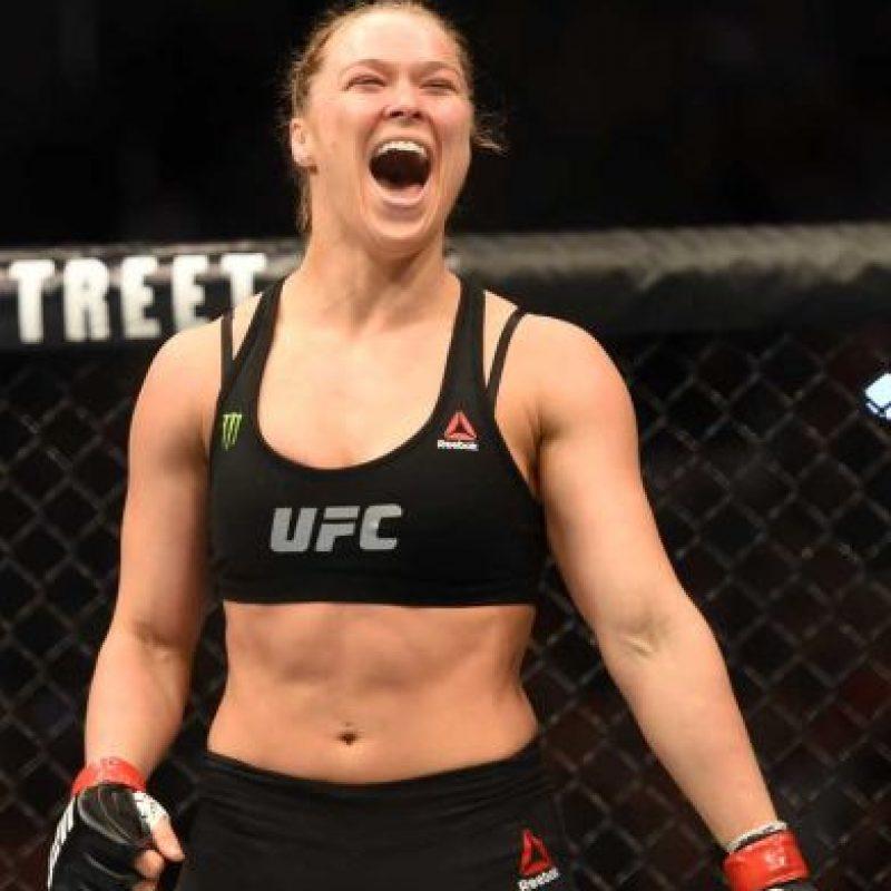 La estrella de la UFC se burló de las acusaciones a Mayweather por violencia doméstica e incluso, lo retó a una pelea entre ambos que nunca se dio en el ring, pero sí en redes sociales y medios de comunicación. Foto:Getty Images