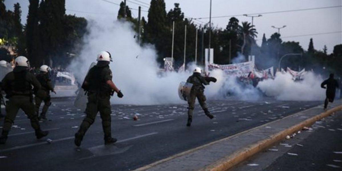 Protestan en Grecia por aprobación de ley fiscal y de pensiones