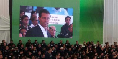 El presidente reconoció la labor del grupo de madres policías Foto:Valentina González
