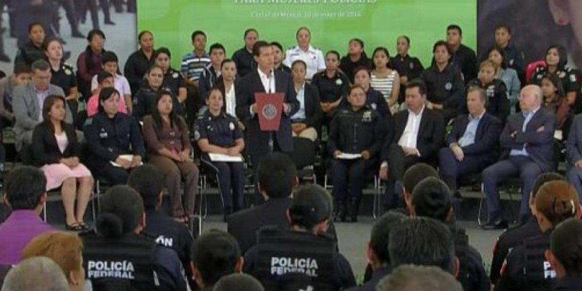 Seguro de vida y acceso inmediato a un crédito ofrece EPN a mamás policías