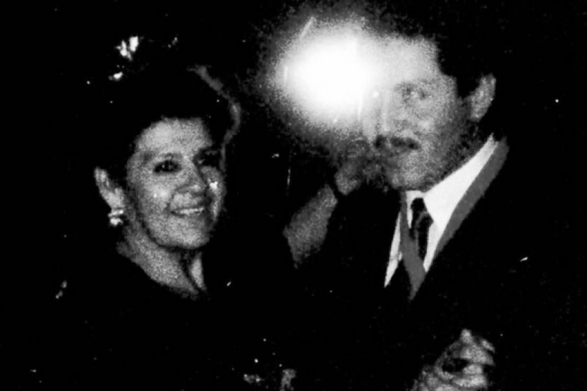 El gobernador de México, Eruviel Ávila, con su madre Esperanza Foto:Especial