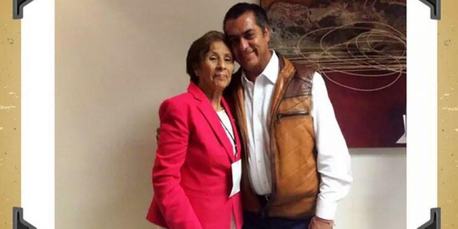 """Jaime Rodríguez """"El Bronco"""" con su madre Foto:Especial"""