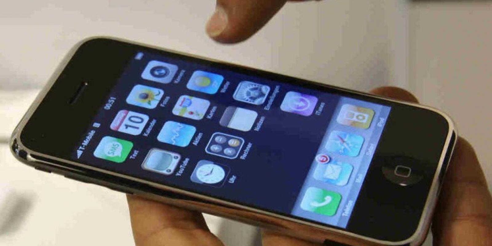 Para esto necesitábamos abrir Siri con el iPhone bloqueado y pedirle que buscara algo en Twitter. Foto:Getty Images