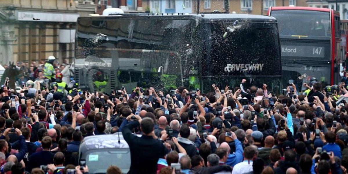 Seguidores del West Ham atacan autobús de Manchester United